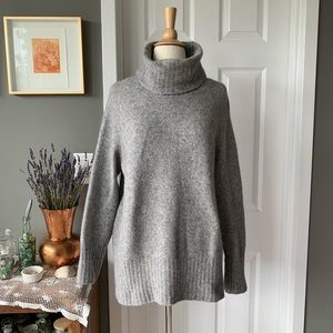 Aritzia The Group slouchy sweater 1112